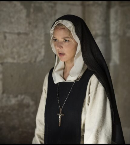 Small Talk: Вірджинія Ефіра, виконавиця головної ролі в «Бенедетта»-430x480