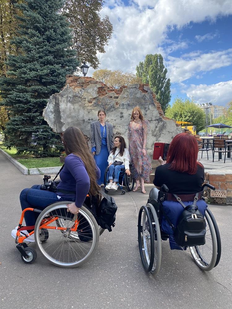 Fashion Inclusia: Як 30 людей з інвалідністю  здобули навички фешн-професій-Фото 2
