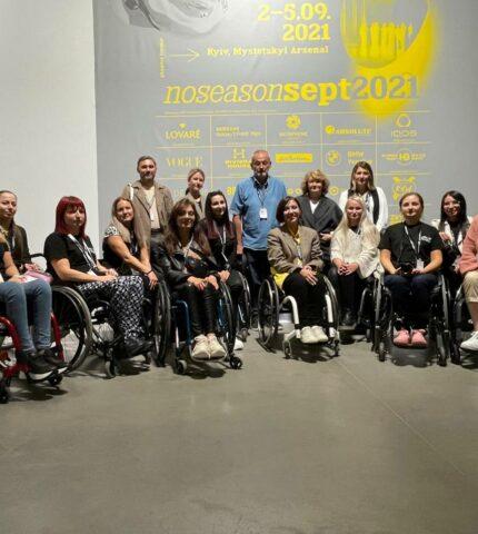 Fashion Inclusia: Як 30 людей з інвалідністю  здобули навички фешн-професій-430x480