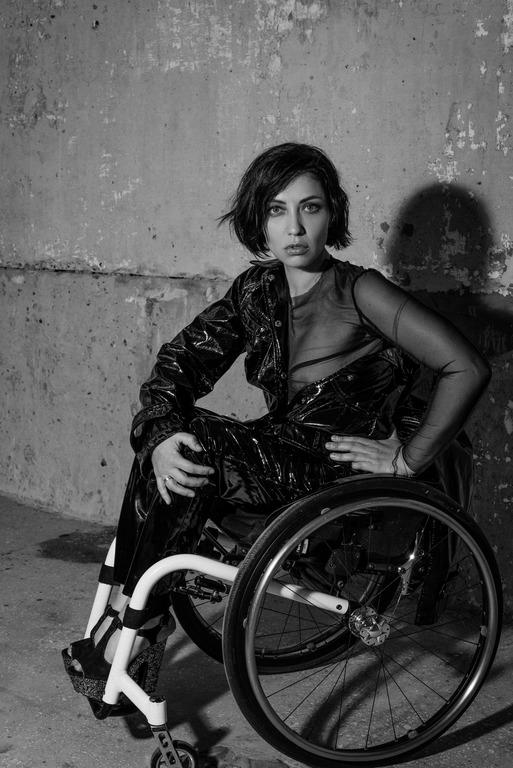 Інклюзивна модель Уляна Пчолкіна у фотосесії Варвари Барто-Фото 5
