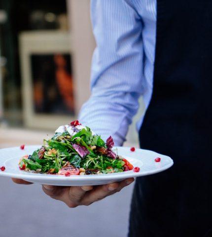 официант салат