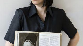 #bookshelfy: Альона Соломадіна, графічна дизайнерка та арт-директорка весняного номеру Мarie Сlaire-320x180