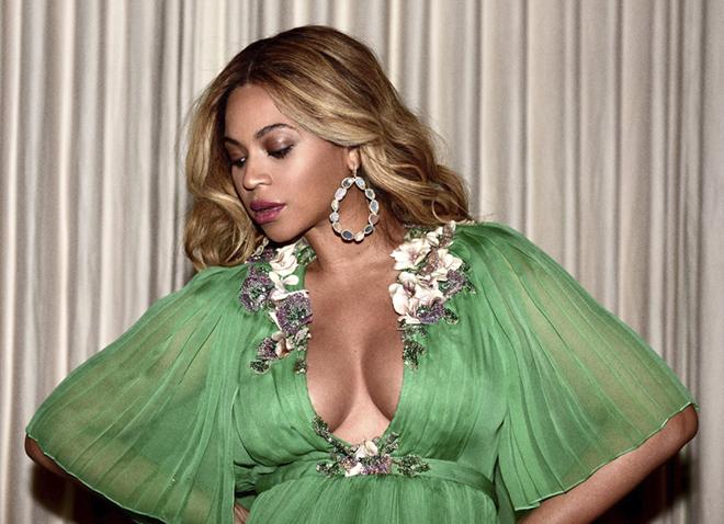 Образ дня  беременная Бейонсе в платье Gucci - фото 1 b9b0474ad71